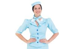 Hübsche Stewardess, die an der Kamera lächelt Lizenzfreies Stockbild