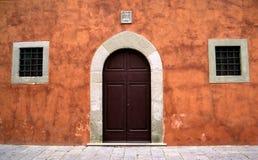 Hübsche toskanische Tür Stockfotografie