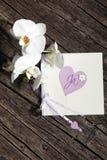 Hübsche Valentinsgrußkarte mit Herzen und Blumen Stockfotografie