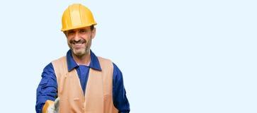Hübscher älterer Mann lokalisiert über blauem Hintergrund stockbild
