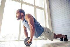 Hübscher afroer-amerikanisch Sportler Stockfotos