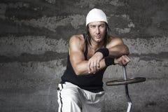Hübscher athletischer Mann der blauen Augen lizenzfreie stockbilder