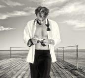 Hübscher blonder männlicher Fotograf Outdoors Lizenzfreies Stockfoto
