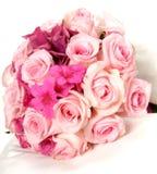 Hübscher Blumenstrauß von frischen rosa Frühlingsblumen Stockfotografie