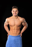 Hübscher Bodybuildermann Stockfotos