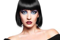Hübscher Brunette auf weißem Hintergrund stockfotografie