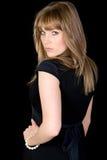 Hübscher Brunette, der über ihrer Schulter schaut Lizenzfreie Stockbilder