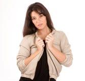 Hübscher Brunette in einer Jacke Stockfotografie