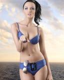Hübscher Brunette innen voll-lenght mit Bikini Lizenzfreies Stockfoto