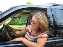 Hübscher Frauen-Treiber Lizenzfreies Stockfoto