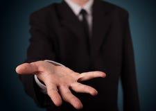 Hübscher Geschäftsmann, der mit Handkopienraum sich darstellt Stockbild