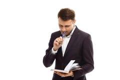 Hübscher Geschäftsmann mit Tagebuch Lizenzfreie Stockbilder