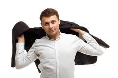 Hübscher Geschäftsmann wirft Jacke Lizenzfreie Stockfotos
