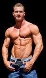 Hübscher junger Bodybuilder shirless, lokalisiert auf Schwarzem Lizenzfreie Stockbilder