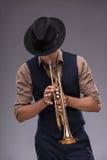 Hübscher junger Jazzmann stockbild