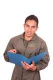 Hübscher junger männlicher Pilot, der grüne Uniform trägt Stockfoto