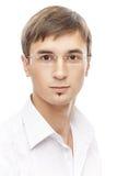 Hübscher junger Mann in den Gläsern Stockfotografie