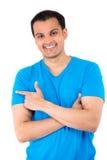 Hübscher Kerl im blauem Hemdzeigen lizenzfreie stockfotografie
