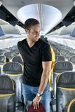 Hübscher Kerl im Flugzeug stockbilder