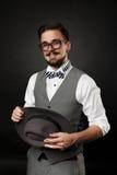 Hübscher Kerl mit Bart und Schnurrbart in der Klage Stockfotografie