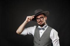 Hübscher Kerl mit Bart und Schnurrbart in der Klage Lizenzfreies Stockfoto