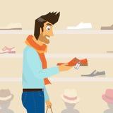 Hübscher Kerl tut das Einkaufen Stockbilder
