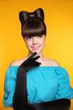 Hübscher lächelnder Mädchenflirt Schönheits-Mode-bezaubernder jugendlich Modus Stockfoto