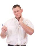Hübscher Mann mit Duftstoffflasche lizenzfreie stockfotografie