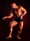 Hübscher muskulöser Bodybuilder Lizenzfreies Stockfoto