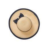 Hübscher Strohhut mit Band und Bogen auf weißem Hintergrund Draufsicht des Strandhutes lokalisiert Lizenzfreie Stockfotos
