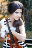 Hübscher Violinist lizenzfreies stockfoto