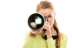 Hübscher, weiblicher Fotograf mit Digitalkamera Stockfoto