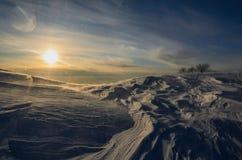 Hübscher Wintersonnenuntergang Stockfotos