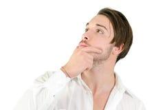 Hübsches Denken des jungen Mannes, oben schauend Stockbilder