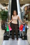Hübsches Frauen-Einkaufen Lizenzfreie Stockfotos