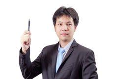 Hübsches Geschäftsmannschreiben mit Stift in der Luft lokalisiert Lizenzfreies Stockbild