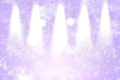 Hübsches glänzendes Stadiumsscheinwerfer bokeh der Funkelnlichter defocused abstrakter Hintergrund mit Funken fliegen, festal Mod lizenzfreie abbildung