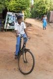 Hübsches indisches Kleinkind bereit, zur Schule zu gehen Lizenzfreie Stockbilder