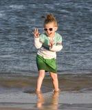 Hübsches Kind auf dem Strand Stockfotos