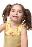 Hübsches lächelndes Kleinkindmädchen Stockfoto