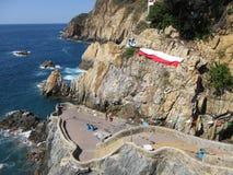 Hübsches La Quebrada in Acapulco lizenzfreie stockbilder
