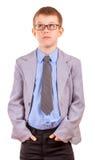 Hübsches Little Boy in einem Anzug, lokalisiert Stockfotos