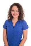 Hübsches lokalisiertes Mädchen in der blauen Bluse und in den Naturlocken lizenzfreie stockbilder