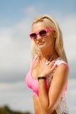 Hübsches Mädchen auf Strand Stockfoto