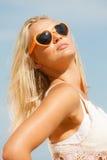 Hübsches Mädchen auf Strand Stockfotos