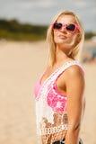 Hübsches Mädchen auf Strand Lizenzfreies Stockbild