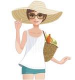 Hübsches Mädchen, das einen breiten geströmten Strohhut trägt. Stockfotografie