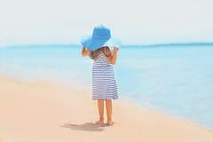Hübsches Mädchen des Sommerreise-Fotos Stockbilder