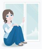 Hübsches Mädchen durch neues Fenster Lizenzfreie Stockfotografie