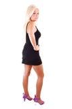 Hübsches Mädchen im kurzen Kleid. Lizenzfreies Stockfoto